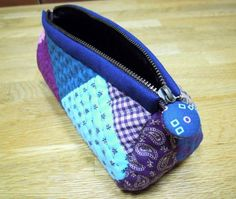 Quilted patchwork zipper pouch, cosmetic bag, pencil case. DIY Photo Tutorial.