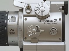 In this week's Throwback Thursday we take a look at the Minolta DiMAGE 7, a $1500 prosumer camera with an unconventional design, a long lens and tons of direct controls. Read on