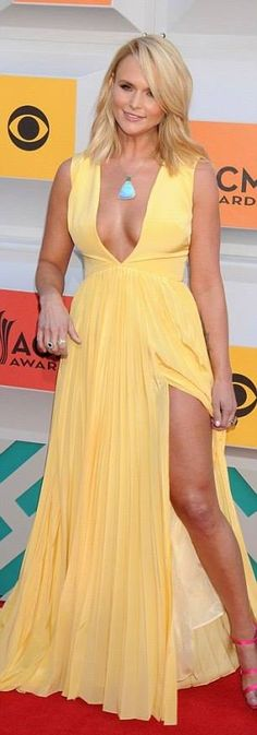 Miranda Lambert wears a plunging dress to the ACM Awards 2016 in Las Vegas Country Girls, Country Music, Canary Yellow Dress, Yellow Gown, Miranda Lambert Photos, Country Female Singers, Carrie Underwood, Thing 1, Woman Crush