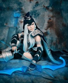 idgaf-gee:  Cute Ashe Cosplay. One for the LoL players C;