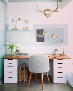Bom dia amores  Homeoffice cheio de tranquilidade e estilo para alegrar essa quarta feira!  www.diycore.com.br #amor #arte #arquitetura #architecture #blog #casa #diy #decor #decoração #decoration #decoracion #decorating #escritorio #homeoffice #furniture #homedecor #homesweethome #homemade #homestyle #home #homedesign #instalove #instaphoto #instapic #instagood #instalike #instamood #instadecor #instadesign