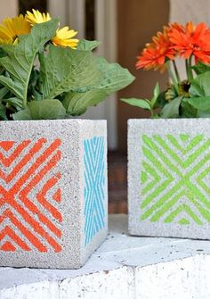 Garden Designs Objects Ideas 2018 : Stenciled Concrete Block Planters Craft idea www. Stencil Concrete, Painting Concrete, Diy Painting, Garden Crafts, Garden Projects, Diy Projects, Diy Crafts, Garden Art, Concrete Planters