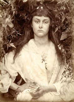 """Julia Margaret Cameron"" is the Metropolitan Museum of Art's first solo exhibition of this photographer, whose portraits helped the medium grow into a true art. Alice Liddell, Vanessa Bell, Lewis Carroll, Fine Art Photo, Photo Art, Julia Margaret Cameron Photography, New Fine Arts, Close Up Portraits, National Gallery Of Art"