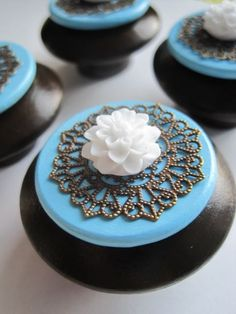 Drawer knobs with white flowers in chocolate brown and light blue SET of 4