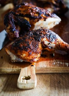 Portuguese Chicken ( Peri Peri Chicken) with Crispy Potatoes.smoky, spicy, crispy -skinned, tender chicken baked over sliced potatoes that get crispy and flavorful in the oven. Crispy Potatoes, Sliced Potatoes, Chicken Potatoes, Chicken Legs, Oven Potatoes, Chicken Breasts, Piri Piri, Peri Peri Chicken, Baked Chicken Tenders