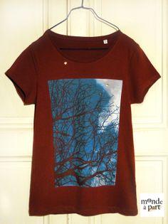 """Tee-shirt """"entre ciel et terre"""" 1 monde à part http://www.alittlemarket.com/t-shirt-debardeurs/fr_tee_shirt_femme_bordeaux_manches_courtes_imprime_arbre_photo_1_monde_a_part_-9151625.html"""