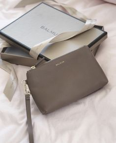 EN This simple and stylish Balmuir Emelie pouch is a lightweight and durable accessory which combines a superior quality and a beautiful form. Emelie pouch is crafted from the highest quality lamb nappa which is extremely soft and suppl Pouch, Wallet, Michael Kors Jet Set, Leather Bag, Taupe, Vanity, Product Launch, Gift Ideas, Outfit