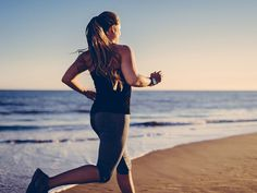 Do you know the best way to boost your metabolism? These metabolism boosting-foods, diet hacks and other tips can help you burn more calories today.: How to Boost Your Metabolism Half Marathon Training Schedule, Cardio Training, Training Exercises, Weight Loss Plans, Weight Loss Tips, Weight Gain, Losing Weight, Weight Control, Sport Cardio