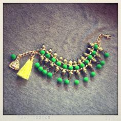 Pulsera verde Bohemia Tassel Necklace, Jewerly, My Love, Ideas, Products, Bohemian, Bangle Bracelets, Green, Jewlery