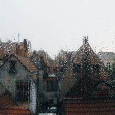 Image about autumn in RAIN☁☔💧 by Marina Lieberman( König-Nebel) Snk Annie, I Love Rain, Camping Photography, Mountain Photography, Rain Photography, Camping Places, Camping Uk, Autumn Aesthetic, Luna Lovegood
