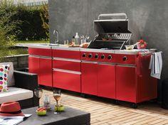 Au bord de la piscine, sur la terrasse ou dans le jardin, pour un déjeuner grillades ou un...