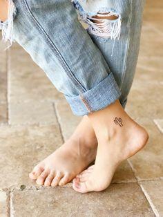 tatuaggi-piccoli-caviglia-gamba-floreale-cactus-geometrico-ragazza
