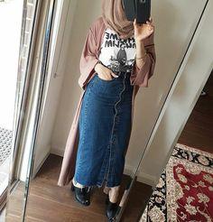 Good Price for Plus Size UAE Abaya Kimono Moroccan African Women Denim Bodycon Maxi Skirt Long Bow Dubai Turkish Islamic Casual Jeans Skirts. Hijab Casual, Hijab Chic, Denim Maxi, Denim Skirt Outfits, Denim Jeans, Hijab Fashion Inspiration, Mode Inspiration, Mode Chic, Mode Style