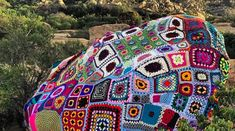An avid hiker and prolific knitter and crocheter who goes by Yarnbomber is currently in the process of detonating a spectacular yarn bomb on a hiking trail called Lizard's Mouth. Guerilla Knitting, Yarn Bombing, Collaborative Art, Knitting For Kids, Fiber Art, Amazing Art, Cool Kids, Ravelry, Graffiti