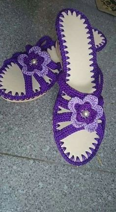 Crochet Cross, Love Crochet, Knit Crochet, Crochet Sandals, Crochet Slippers, Crochet Slipper Pattern, Crochet Patterns, Crochet Flip Flops, Shoe Pattern