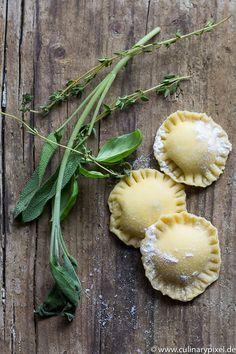 Ravioli mit Basilikum-Ricotta-Füllung