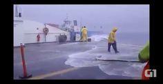 Vento paralisa travessia de duas balsas com 14 a bordo em alto mar