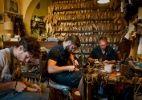 Esqueça as grifes famosas e explore ateliês e lojas artesanais de Florença