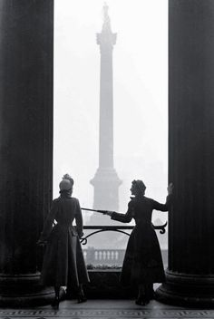 melisaki:The New Look National Portrait Gallery, London; photo by Norman Parkinson for Vogue, March 1949