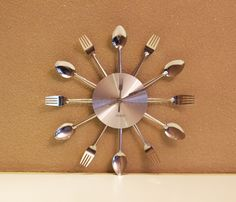 Um item especifíco para sua cozinha! O Relógio Talheres de metal, o que facilita na limpeza, é ideal para compor uma decoração diferenciada e divertida. É feito de talhes. Quer algo mais caracterísco para cozinha? Deixa uma decoração mais divertida.  Ótimo para compor decoração do seu restaurante também. Lembrando que a Essência tem condições especias para empresas. Veja detalhes aqui!