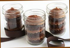 Molten chocolate cake in mason jar recipe : Healthy Food Galerry Mason Jar Cakes, Mason Jars, Mason Jar Meals, Meals In A Jar, Chocolate Cake In A Jar Recipe, Chocolate Coffee, Molten Chocolate, Chocolate Cakes, Healthy Recipes