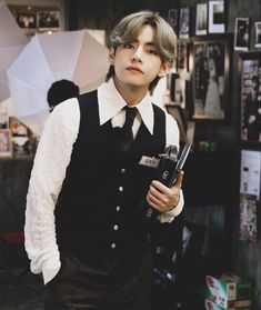 Gucci, Bts Face, New Outfits, Brown Hair, Sexy, Lounge Wear, Chef Jackets, Rapper, Photoshoot