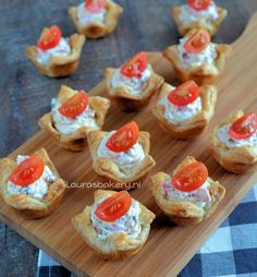 Over Laura's Bakery Easy Party Food, Snacks Für Party, Appetizers For Party, Tapas, Savory Snacks, Snack Recipes, Party Recipes, Puff Pastry Recipes, Savoury Baking