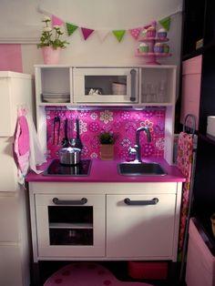 ikea lack tv bank umgebaut zur kinderk che materialkosten unter 25 euro emmi pinterest. Black Bedroom Furniture Sets. Home Design Ideas