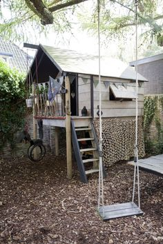Een speelhuisje met alles er op en er aan, waar uw kinderen lang plezier van zullen hebben