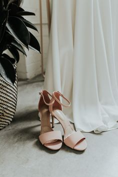 Dusty pink wedding sandals | Image by Photography by Ben and Kadin