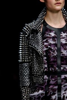 Burberry Prorsum Spring 2011 Ready-to-Wear - Details - Gallery - Style.com