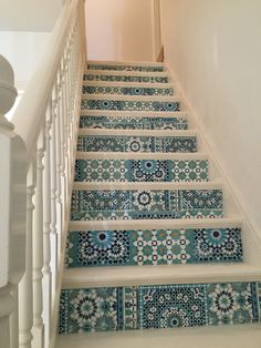 BATOOK DESIGNS: My beautifully restored stairs, in antique white chalk paint and decoupaged Moroccan tiles wallpaper. No more dated carpet on the stairs. It's like a new room! I'm so pleased with the results! one more example Tile Stairs, House Stairs, Stairs No Carpet, Moroccan Tiles, Moroccan Decor, Tile Wallpaper, White Chalk Paint, Creation Deco, New Room