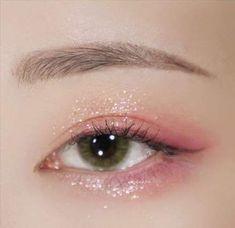 ✨ Stila Metal Glitter Shadow Wonder Rust Coral, pink, and burgundy shadows give the mood to the whole eye, # Wonder Rust Make-up, which gave a point to the eyes # Wonder Rust (Sheer gold base X pink p Makeup Fx, Makeup Goals, Makeup Inspo, Makeup Eyeshadow, Makeup Inspiration, Beauty Makeup, Hair Makeup, Makeup Tips, Kawaii Makeup