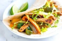Easy Garlic Citrus Chicken Fajitas Easy chicken fajitas recipe with garlic citrus marinated chicken breasts that are seared and served with peppers and onions. Easy Chicken Fajitas, Chicken Fajita Recipe, Marinated Chicken, Chicken Recipes, Buffalo Chicken, Oven Baked Ribs, Slow Cooker, Sauteed Cabbage, Appetizers
