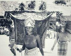 Mangnganda-dans door mannen te Dande in de Toradja-landen. ca. 1920