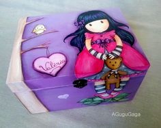Caja+personalizada+Gorjuss+para+mi+peque… Painted Wooden Boxes, Vintage Outfits, Kids Boxing, Jewel Box, Cute Images, Wooden Jewelry, Home Decor Furniture, Painting On Wood, Toy Chest