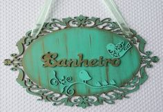 LINDA PLACA INDICATIVA ... BANHEIRO Decor Crafts, Wood Crafts, Diy And Crafts, Home Decor, Painting Words, Fabric Painting, Felt Keychain, Decoupage Vintage, Shabby