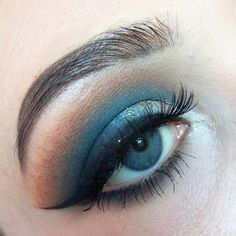 "- 🌟 (@camzmakeup_) en Instagram: ""Navy blue eye makeup 🦋 . . . #makeup #makeuplover #makeupaddiction #mua #eyebrows #eyelashes #eyes…"""