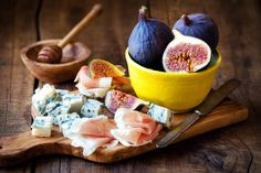 Italian Appetizers, Finger Food Appetizers, Finger Foods, Prosciutto Crudo, Gorgonzola Cheese, Fig Recipes, Fresh Figs, Meat And Cheese, Cheese Platters