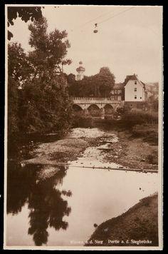 Gasthaus Steilen (- damals Bäckerei, heute Old Bakery) mit der alten Siegbrücke (Straße nach Morsbach) von der Wissermündung aus - um 1930