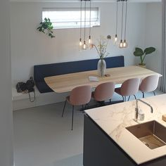 Decorating Ideas For The Kitchen Walls is categorically important for your home. Whether you pick the Kitchen Soffit Decorating Ideas or Paint Ideas For Kitchen Walls, you will create the best How To Decorate Kitchen Walls for your own life. Dining Room Walls, Dining Room Design, Living Room Decor, Design Kitchen, Kitchen Ideas, Mesa Sofa, Kitchen Soffit, Kitchen Walls, Kitchen Dining