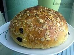 Velikonoční mazanec dle mé babičky recept - Labužník.cz Hamburger, Bread, Gift Wrap, Food, Minimalist, Basket, Mascarpone, Brot, Present Wrapping