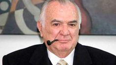 El expresidente mexicano Miguel de la Madrid, de 77 años de edad, falleció esta mañana en un hospital de la Ciudad de México tras una larga convalecencia derivada de un enfisema pulmonar, confirmó el presidente del Gobierno, Felipe Calderón. Ver más en: http://www.elpopular.com.ec/49148-fallece-el-expresidente-mexicano-miguel-de-la-madrid-a-los-77-anos-de-edad.html?preview=true_id=49148_nonce=85b570cbde