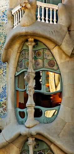 Casa dels ossos Barcelona, Espanha What's Art ? Art Nouveau Architecture, Beautiful Architecture, Art And Architecture, Architecture Details, Art Deco, Antonio Gaudi, Different Architectural Styles, Stone Columns, Wow Art