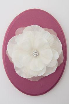 Lori London Flower Comb. Like/follow us at Lori London on Pinterest for more amazing ideas!