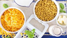 Ever wondered Who Invented Mac and Cheese despite being enjoying this delicious and healthy recipe for years? Here in this post, we discussed thoroughly. Making Mac And Cheese, Best Mac And Cheese, Mac And Cheese Homemade, Milk Recipes, Cheese Recipes, Healthy Recipes, Salad Recipes, Cake Recipes, Mac And Cheese Casserole