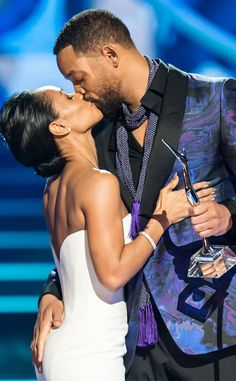 Will Smith Kisses Jada Pinkett Smith (and Touches her Butt) at Black Girls Rock!, Talks Marriage Rumor?See Pics! | E! Online Mobile