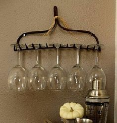 16 DIY Rustic Home Decor Ideas to Try Today DIY Rake Head Wine Glass Holder Hang a rake head upside down and voilà! A clever way to store your stemmed glasses! Country Decor, Rustic Decor, Farmhouse Decor, Primitive Decor, Wine Decor, Wine Country, French Country, Country Charm, Country Homes