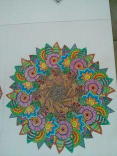 Uit kleur glossy volwassenen mandala