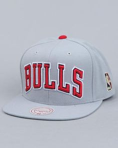 Mitchell & Ness | Chicago Bulls Classic Arch Snapback Hat (Cool Grey)